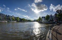 在一条运河的看法在阿姆斯特丹 免版税库存图片
