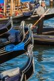 在一条运河的长平底船在威尼斯 免版税库存照片