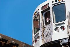 在一条铁路的大列车车箱在芝加哥 库存照片