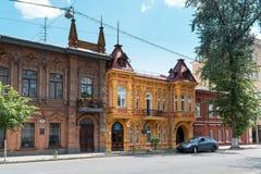 在一条静街上的老美丽的房子在翼果 免版税库存图片