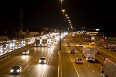 在一条高速公路的业务量在晚上 免版税图库摄影
