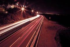 在一条高速公路的光足迹在nigth 库存图片