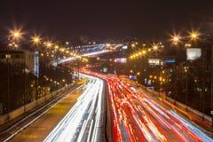 在一条高速公路的高峰时间在大城市 库存图片