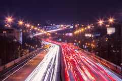 在一条高速公路的高峰时间在大城市 库存照片