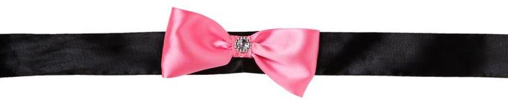 在一条黑丝带的桃红色弓 库存照片