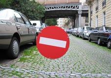 在一条巴黎人街道的没有词条标志 免版税库存照片