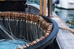 在一条fighing的小船的很多勾子 免版税图库摄影