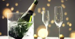 在一杯的欢乐泡影汽酒 免版税图库摄影