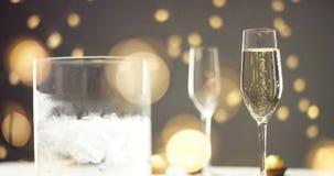 在一杯的欢乐泡影汽酒 库存照片