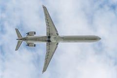 在一架大喷气机下 库存照片