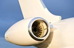 在一架私有飞机上的喷气机引擎-投炸弹者 图库摄影