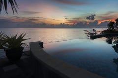 在一栋别墅的无限水池在巴厘岛 免版税库存照片