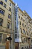 在一栋老居民住房的外在电梯 莫斯科 免版税库存图片