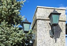 在一根大理石柱子的街灯 免版税图库摄影