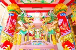 在一根杆的龙在中国寺庙 免版税库存照片