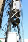 在一根电杆的高压设备 免版税库存照片