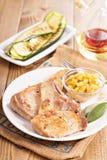 在一根骨头的猪肉炸肉排用苹果酸辣调味品 库存图片