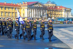 在一次军事游行期间的战士3月 5月2018年俄罗斯,圣彼德堡 库存照片