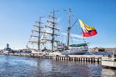 在一次参观的弧格洛里亚,是教练船和哥伦比亚的海军的正式旗舰,向圣彼德堡 库存照片