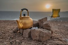 在一次野营期间的日出在沙特阿拉伯 库存图片