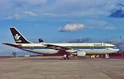 在一次飞行以后的沙乌地阿拉伯航空空中客车A300从Dubi 免版税图库摄影