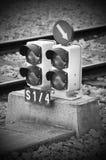 在一个火车站的红绿灯 图库摄影
