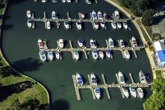 在一点口岸,鸟瞰图的小船 免版税库存照片