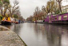 在一点威尼斯浇灌运河和反射在伦敦 免版税库存图片
