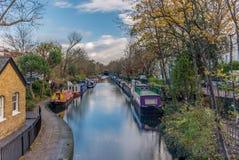 在一点威尼斯浇灌运河和反射在伦敦- 4 免版税库存图片