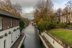 在一点威尼斯浇灌运河和反射在伦敦- 8 免版税库存图片