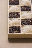 在一点木箱子的黑白米 免版税库存照片