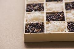 在一点木箱子的黑白米 免版税库存图片