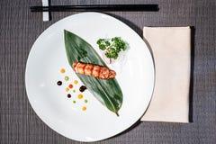 在一片竹叶子的龙虾nigiri,日本食物 免版税库存照片