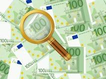 在一百欧元背景的放大器 免版税库存照片