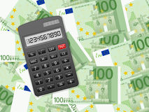 在一百欧元背景的计算器 库存照片