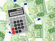 在一百欧元背景的计算器 免版税库存图片