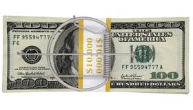 在一盒的捕鼠器金钱 到达天空的企业概念金黄回归键所有权 免版税图库摄影