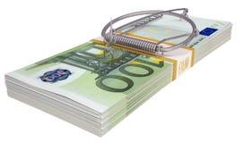 在一盒的捕鼠器金钱 到达天空的企业概念金黄回归键所有权 免版税库存图片