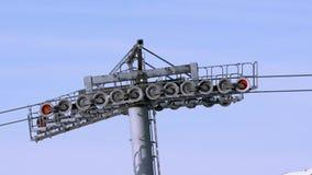 推力的各种各样的机制的操作在行动的在滑雪场 影视素材