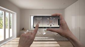 在一种数字式巧妙的电话片剂的遥远的家庭控制系统 有app象的设备 最低纲领派客厅内部backg的 库存照片