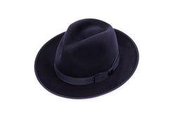 在一种深蓝颜色的一个经典低冠浅顶软呢帽帽子 免版税图库摄影