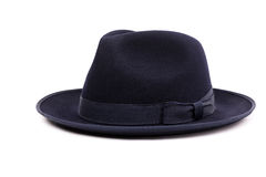 在一种深蓝颜色的一个经典低冠浅顶软呢帽帽子 免版税库存图片