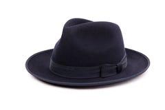 在一种深蓝颜色的一个经典低冠浅顶软呢帽帽子 库存照片