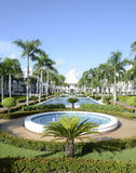 在一种热带手段的喷泉 库存图片