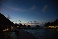 在一种热带手段的多云天空在晚上 库存照片