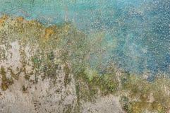 在一老wal崩裂了的油漆 库存图片