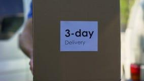 在一致的举行的纸板箱,优质的服务的三天交付传讯者 股票录像