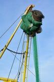 在一艘拖网渔船的捕鱼网反对蓝天 免版税库存图片