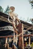 在一艘船的舵的后骨骼在公平矮子的幻想的 库存图片