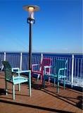 在一艘船的sundeck的扶手椅子在mediterraenean海 免版税库存照片
